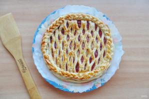 Пирог с сеточкой из теста - фото шаг 8