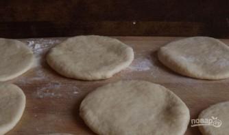 Пирожки с яйцом и зеленым луком - фото шаг 3