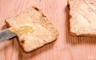 Бутерброд с сыром и колбасой в микроволновке - фото шаг 1
