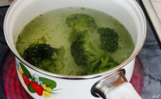 Суп-пюре из брокколи с курицей - фото шаг 1