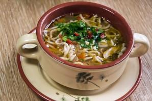 Суп с домашней курицей и жареной лапшой - фото шаг 11