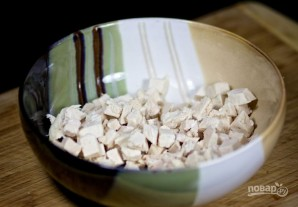 Рецепт салата из курицы с черносливом - фото шаг 2