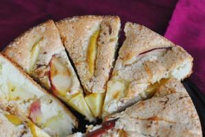 Шарлотка из яблок в духовке - фото шаг 5