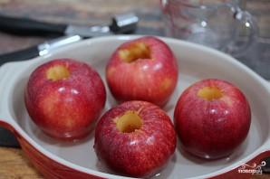 Запеченные яблоки в карамели - фото шаг 4
