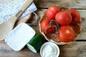 Помидоры, фаршированные сыром и огурцами - фото шаг 1