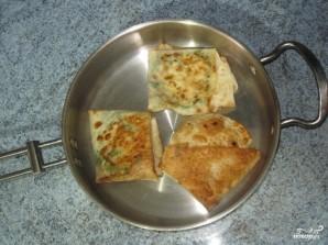 Конвертики из лаваша с сыром и зеленью - фото шаг 6