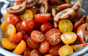 Салат из хлеба и помидоров - фото шаг 1