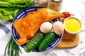 Салат с омлетом и копченой курицей - фото шаг 1