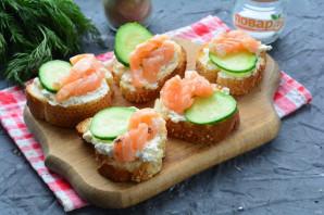 Бутерброды с рикоттой и красной рыбой - фото шаг 9