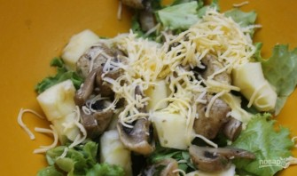 Салат из маринованных шампиньонов - фото шаг 3