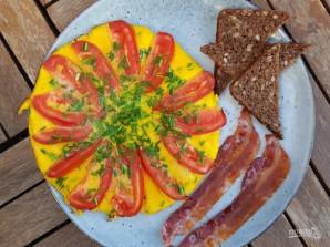 Омлет с помидорами и луком - фото шаг 6