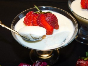 Муссовый десерт на белом шоколаде с клубникой - фото шаг 10