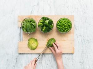 Зелёный салат - фото шаг 2