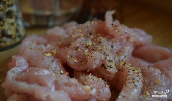 Индейка в сливочно-грибном соусе - фото шаг 1