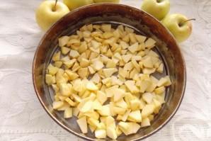 Шарлотка в духовке с яблоками - фото шаг 3