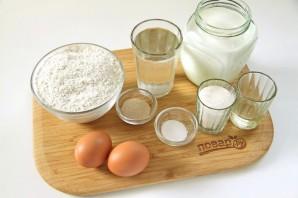 Вкусные блинчики на молоке с дырочками - фото шаг 1