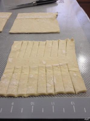 Пирог с яблоками из слоеного дрожжевого теста - фото шаг 2