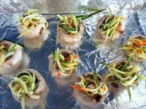Шампиньоны, фаршированные овощами - фото шаг 5