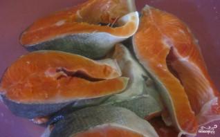 Засолка красной рыбы в рассоле - фото шаг 1