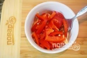 Салат из консервированного лосося  - фото шаг 4