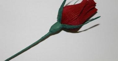 Бутоны роз из конфет - фото шаг 5