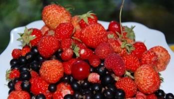 Плюшки творожные с ягодами - фото шаг 4