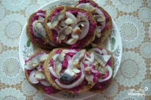 Бутерброды с селедкой - фото шаг 6