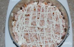 Салат из копченой курицы с ананасом - фото шаг 4
