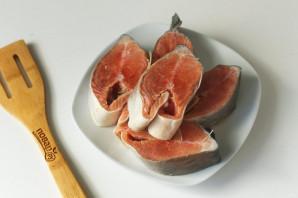Горбуша с луком в духовке - фото шаг 2