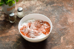 Соленое сало с красным перцем - фото шаг 4