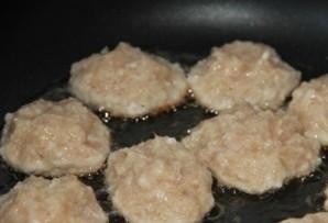 Куриные котлеты в томатном соусе   - фото шаг 4
