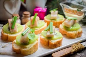 Бутерброды с селедкой и киви - фото шаг 7