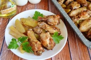 Запеченные куриные крылышки с картошкой - фото шаг 9