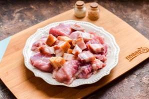 Свинина с салом в духовке - фото шаг 3