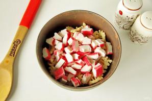 Салат с крабовыми чипсами - фото шаг 3