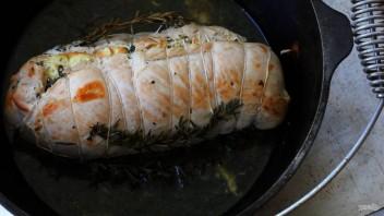 Рулет из индейки со шпинатом и яйцом - фото шаг 8