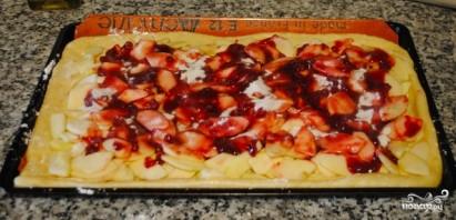 Дрожжевой пирог с яблоками и брусникой - фото шаг 6
