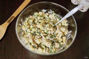 Салат из рыбных консервов с огурцом - фото шаг 7