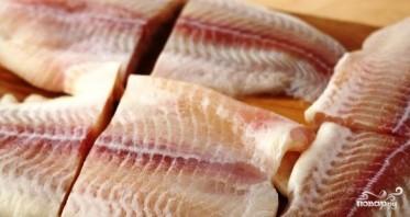 Филе рыбы в панировочных сухарях с пармезаном - фото шаг 1