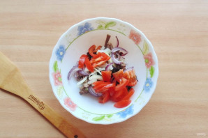Салат с языком и черносливом - фото шаг 5