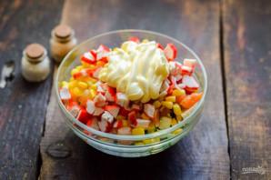 Крабовый салат с семгой - фото шаг 7
