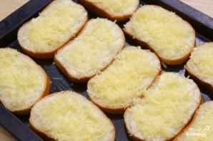 Гренки с чесноком и сыром в духовке - фото шаг 5