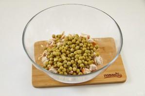 Салат с зеленым горошком и курицей - фото шаг 5