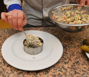 Салат с отварным языком - фото шаг 5
