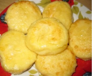 Сырники в мультиварке на пару - фото шаг 8