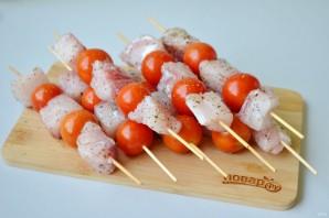 Шашлык из рыбы с помидорами черри - фото шаг 3
