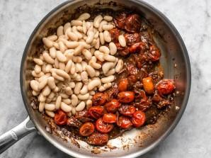 Гренки с томатами и белой фасолью - фото шаг 4
