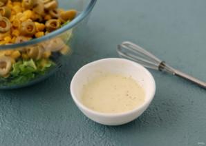 Салат с кукурузой и оливками - фото шаг 5