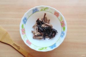 Салат с языком и черносливом - фото шаг 3