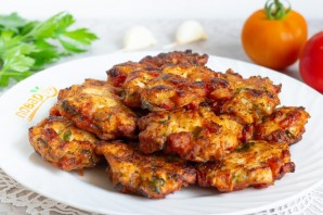 Куриные оладьи с помидорами и базиликом - фото шаг 7